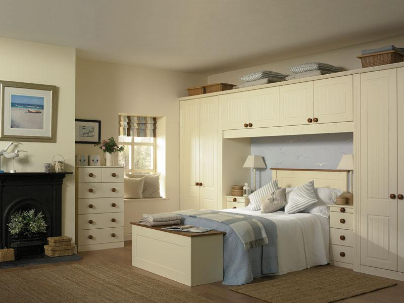 Bella newport bedroom in vanilla lark larks for Main bedroom wall ideas