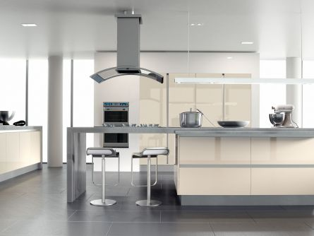 Zurfiz kitchen in Ultragloss Cream