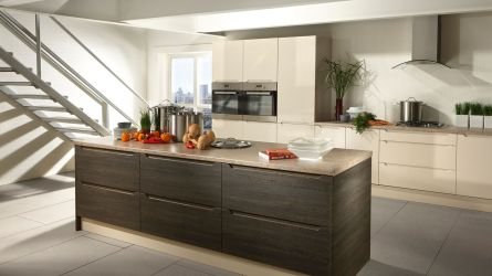 Avienda kitchen - Mali wenge and high gloss sand beige