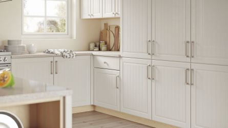 Willingdale kitchen - high gloss cream and Montana oak
