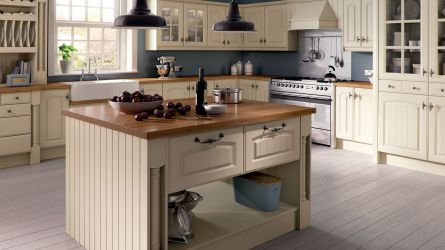Westbury style kitchen in Ivory Finish