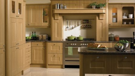 Cambridge Kitchen in Lissa Oak Finish