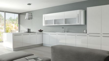 Zurfiz fitted kitchen in Ultragloss White