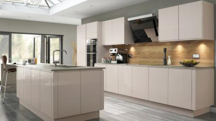 Welford Handleless Kitchen in Savanna