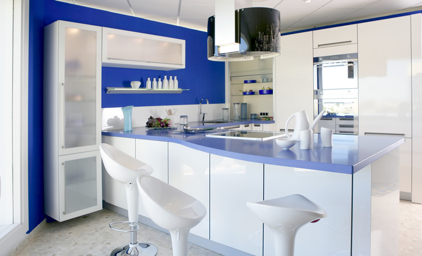 blue-and-white-modern-kitchen-with-barstools