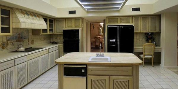 80s style kitchen