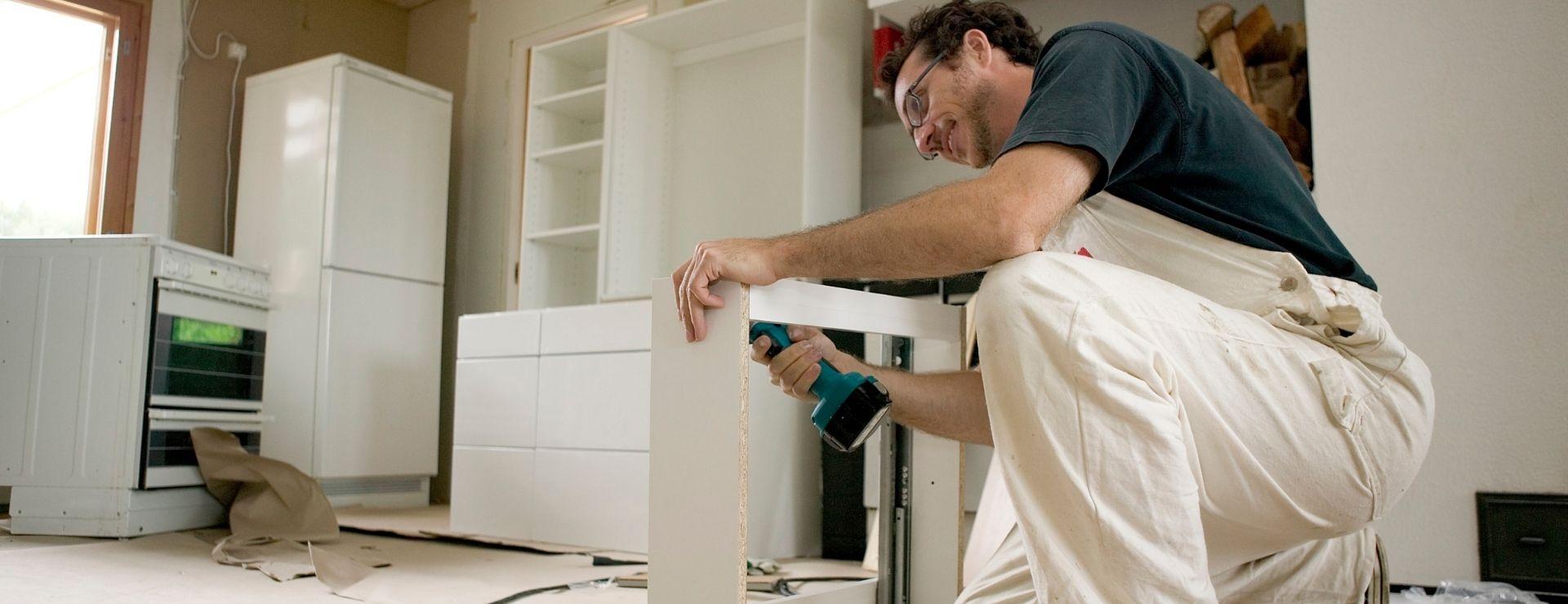 Fitting kitchen units
